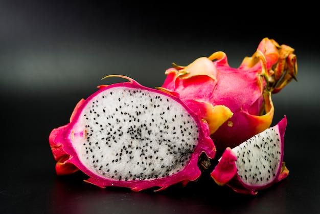 Close-up, de, fresco, dragão, frutas, ligado, experiência preta Foto gratuita