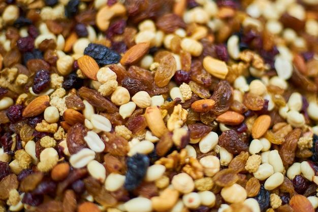 Close-up de frutas secas e nozes Foto gratuita