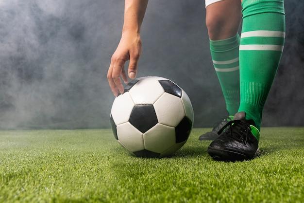 Close-up de futebol com bolas de futebol Foto gratuita