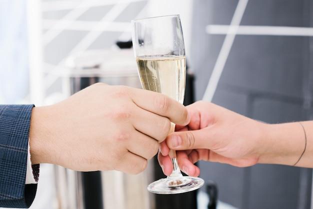 Close-up, de, gostosa, copo, de, champanhe Foto gratuita