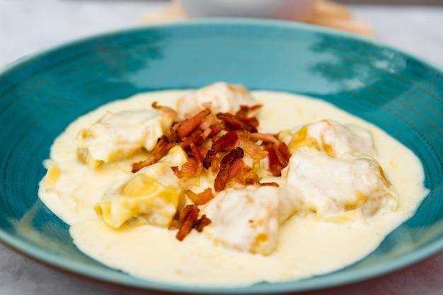 Close-up, de, gostosa, cremoso, queijo, ravioli, macarronada Foto gratuita