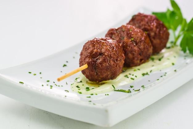 Close-up, de, grelhados, bolas carne Foto Premium