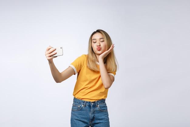 Close-up, de, jovem, bonito asiático, mulher, levando, selfie Foto Premium