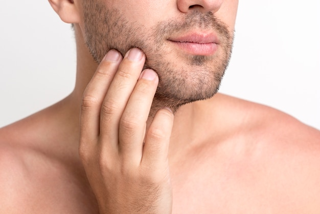 Close-up, de, mão homem, tocar, seu, rosto Foto gratuita
