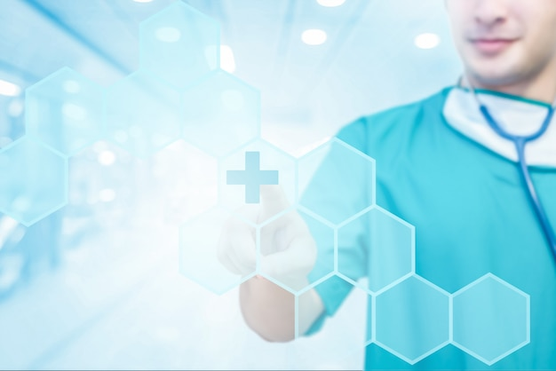 Close-up de médico tocando o ícone na interface de tela visual de medicação digital Foto Premium