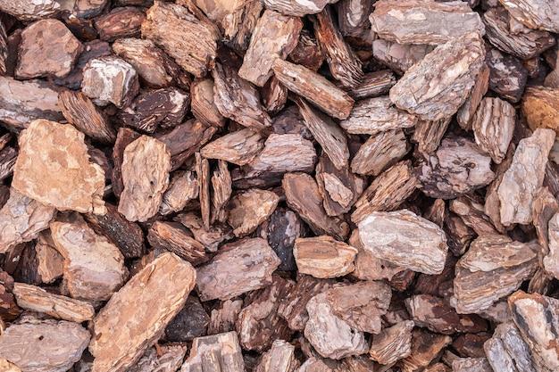 Close-up de muitas lascas de madeira. textura decorativa de aparas de madeira. padrão de material natural. Foto Premium
