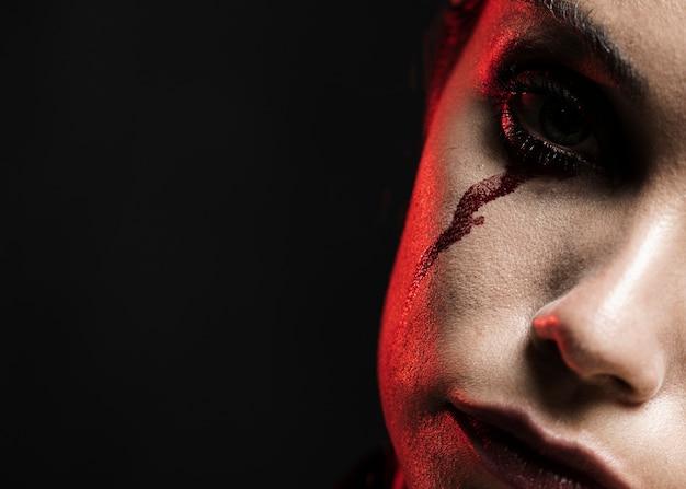 Close-up, de, mulher, com, experiência preta Foto gratuita