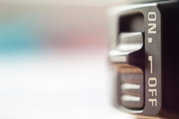 Close-up de pouco interruptor on / off com fundo desfocado suave Foto Premium