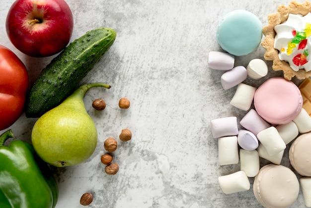 Close-up, de, saudável, e, insalubre, alimento, sobre, superfície Foto gratuita