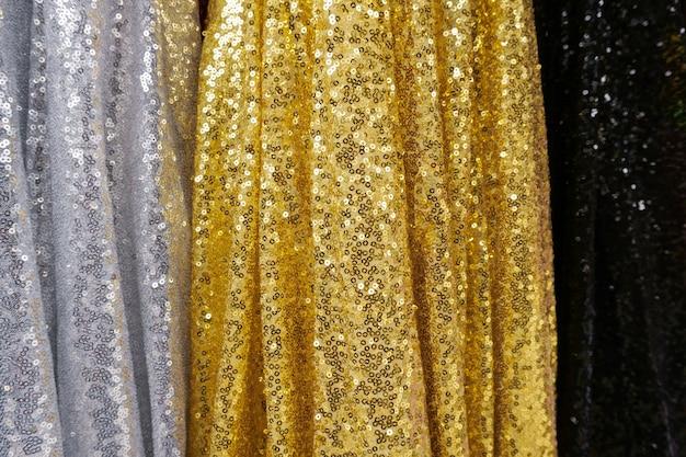 Close up de tecido - fundo de matéria têxtil, roupas multicoloridas Foto Premium
