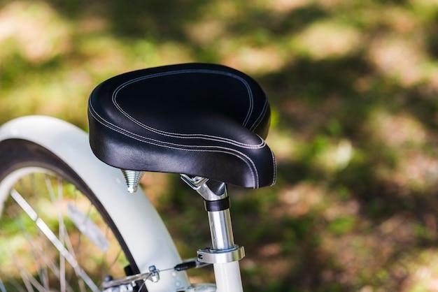 Close-up, de, um, assento bicicleta Foto gratuita