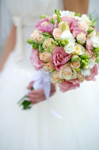 Close-up de um buquê de casamento Foto Premium