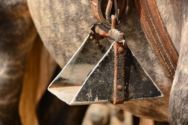 Close up de um estribo de cavalo Foto Premium