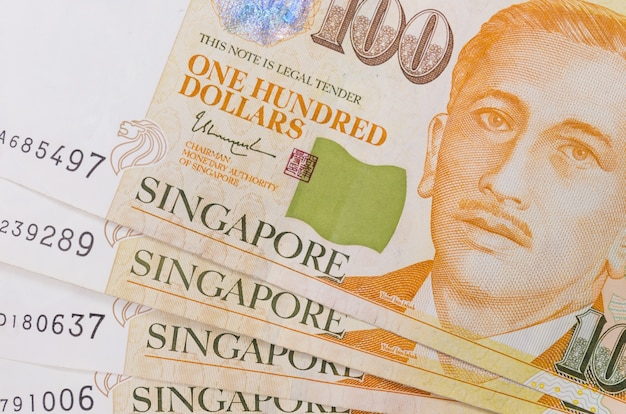 Close-up de um monte de dinheiro de singapura e textura de fundo ou padrão Foto Premium