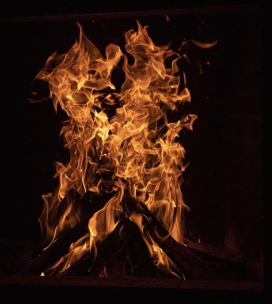 Close-up de uma fogueira Foto gratuita