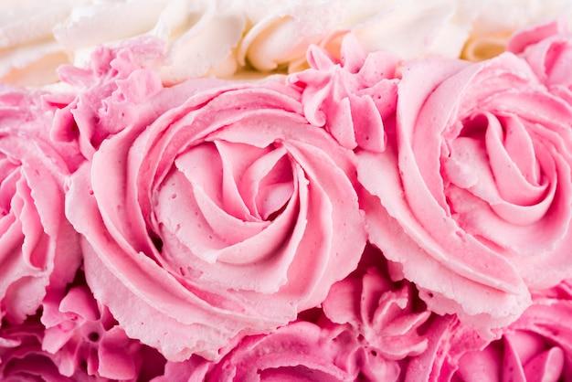 Close-up delicioso bolo rosa Foto gratuita
