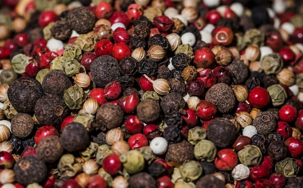 Close-up diferentes tipos de pimenta Foto gratuita