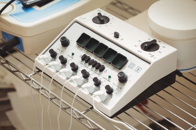 Close-up do dispositivo de eletroestimulação Foto gratuita
