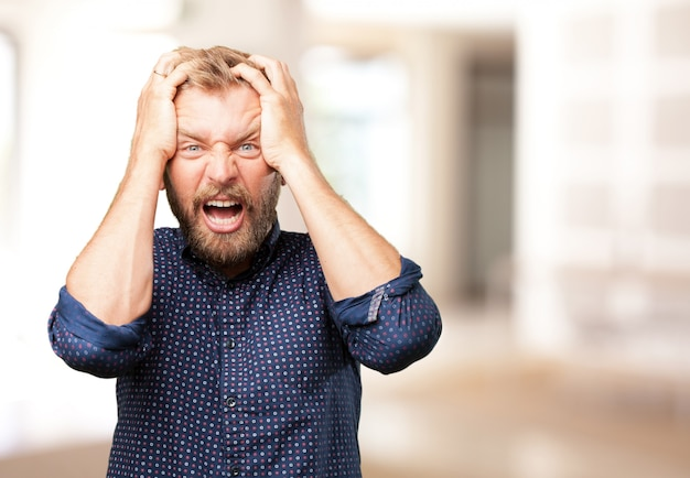 Close-up do empresário irritado Foto gratuita