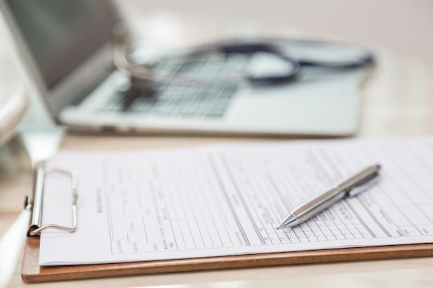 Close-up do formulário médico Foto gratuita