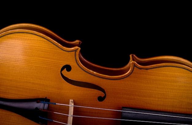 Close-up do instrumento musical para violino da orquestra Foto Premium