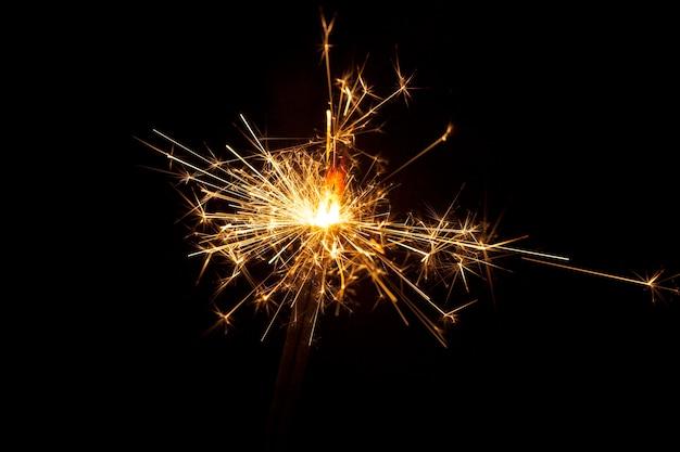 Close-up do sparkler queima Foto gratuita
