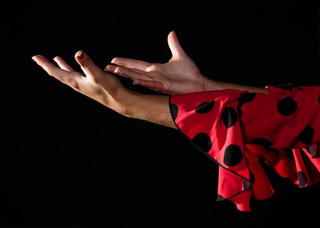 Close-up, flamenca, mulher, mostrando, mãos Foto gratuita