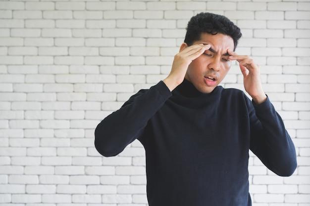Close-up homem stress, major do transtorno depressivo e conceito de burnout Foto Premium