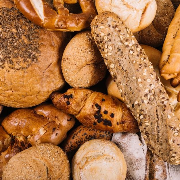 Close-up, inteiro, grão, assado, pães Foto gratuita
