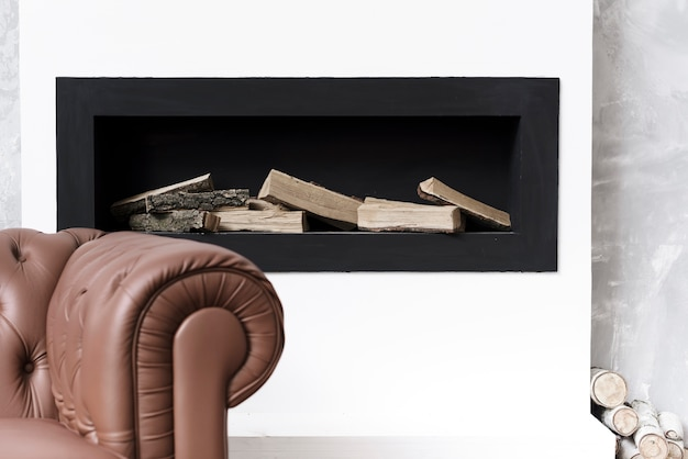 Close-up lareira minimalista e sofá Foto Premium