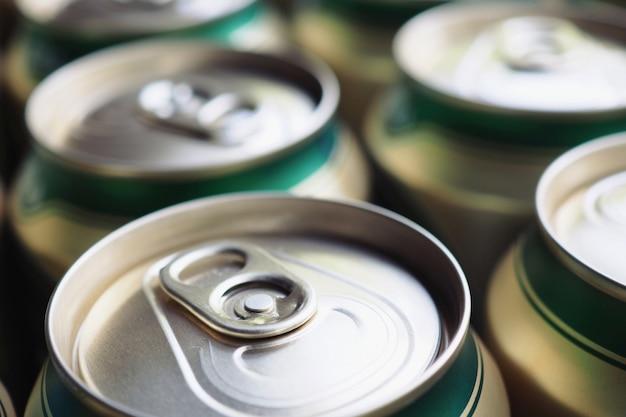 Close up, lata de bebida de alumínio Foto Premium