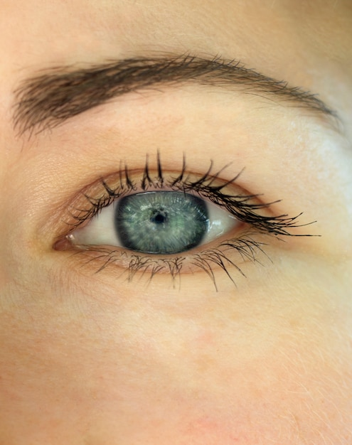 Close-up linda garota de olhos azuis Foto Premium
