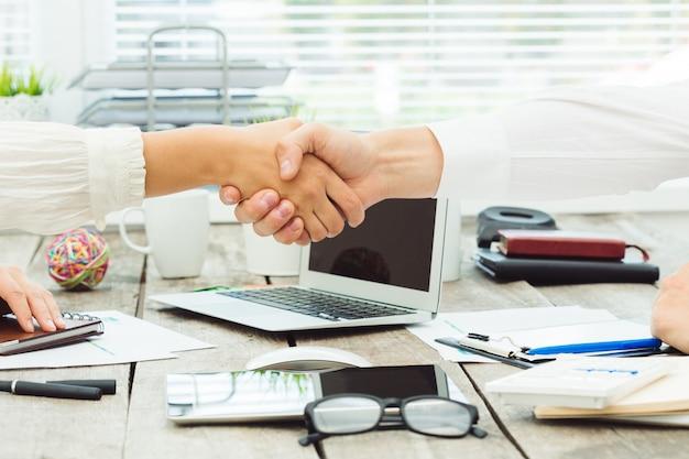 Close-up mãos, de, reunião negócio Foto Premium