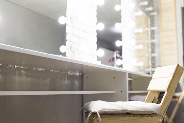 Close-up moderna sala de maquiagem com espelhos Foto gratuita