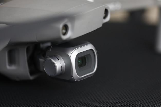 Close-up no dispositivo eletrônico de mesa com câmera de vídeo Foto Premium