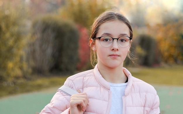 Close-up, retrato, de, bonito, preteen, menina Foto Premium
