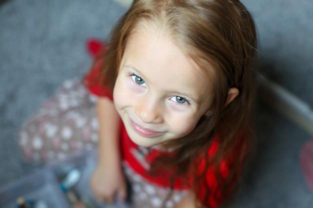 Close-up, rosto, de, um, bonito, olhos azuis, pequeno, cute, menina Foto Premium