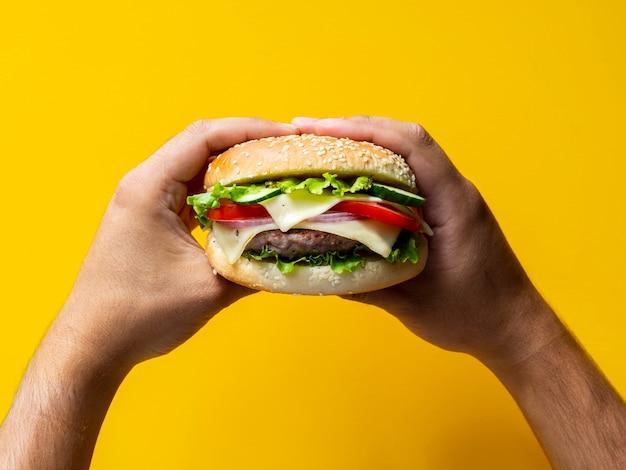 Close-up saboroso cheeseburger com sementes Foto Premium