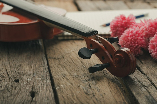 Close-up, tiro, violino, orquestra, instrumental, com, vindima, tom, processado Foto Premium
