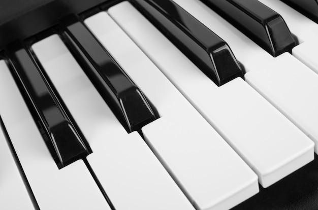 Close-up vista de teclas de piano Foto Premium