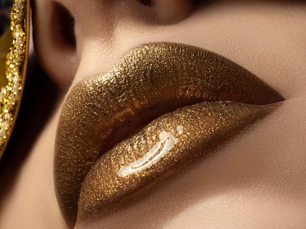 Close-up vista dos lábios de mulher bonita Foto Premium