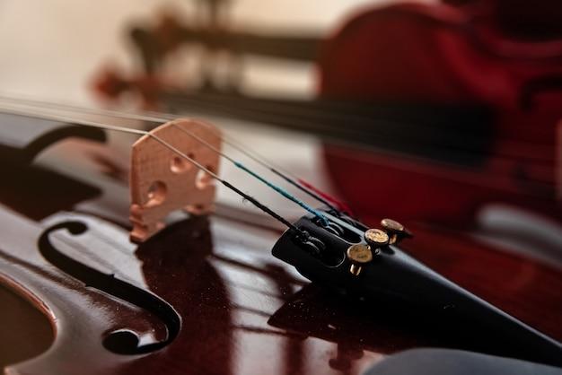 Closeup a parte da frente do violino Foto Premium