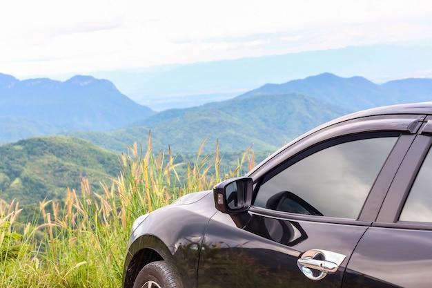 Closeup carro sobre a montanha Foto Premium