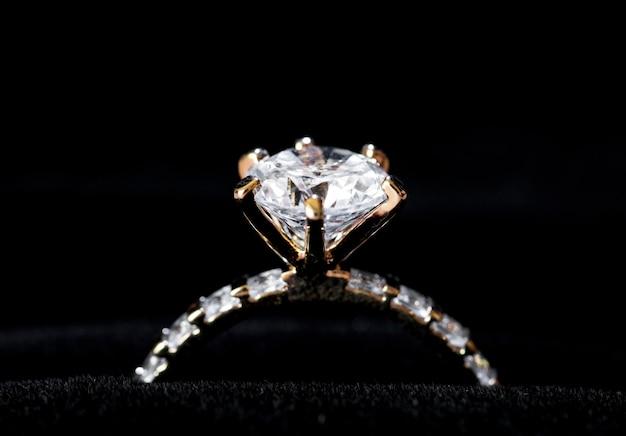 Closeup, de, anel diamante Foto gratuita