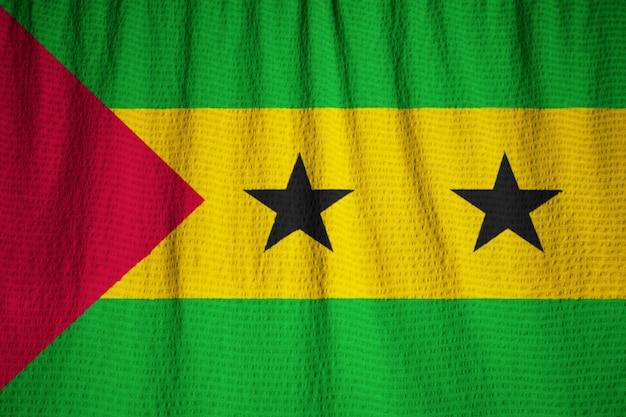 Closeup, de, babado, são tomé e príncipe, bandeira, são tomé e príncipe, bandeira, soprar, em, vento Foto Premium