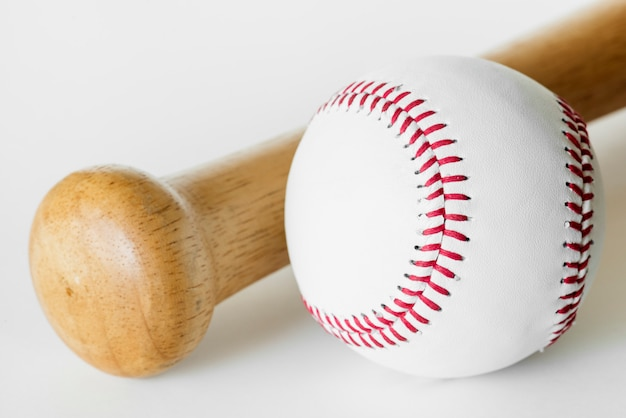 Closeup, de, basebol, e, morcego Foto gratuita