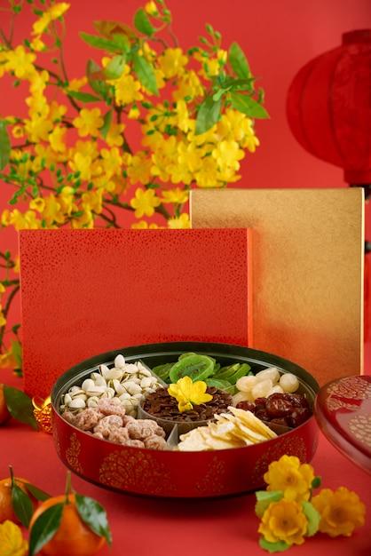 Closeup de comida de férias servida na mesa Foto gratuita
