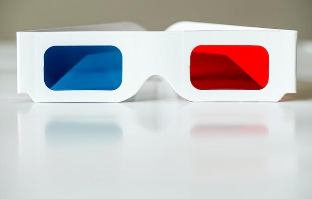 Closeup de filmes de óculos 3d e conceito de entretenimento Foto gratuita