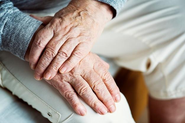 Closeup, de, idoso, mãos Foto gratuita