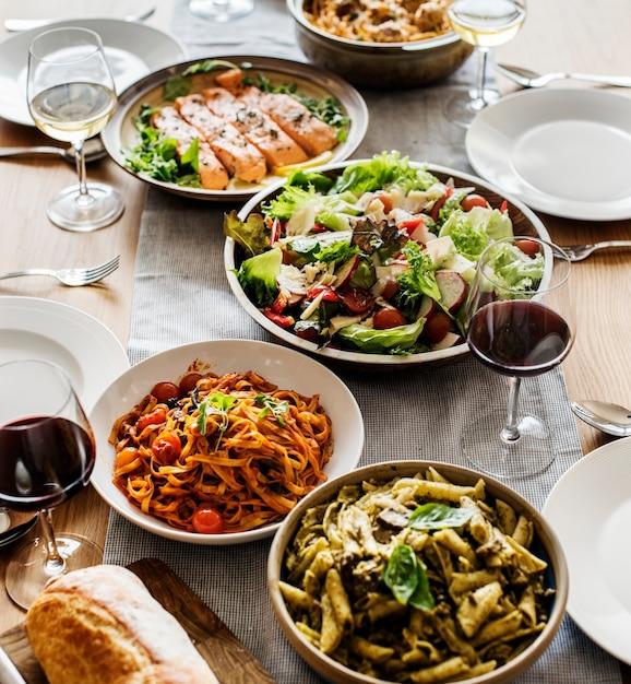 Closeup de jantar de comida italiana Foto gratuita